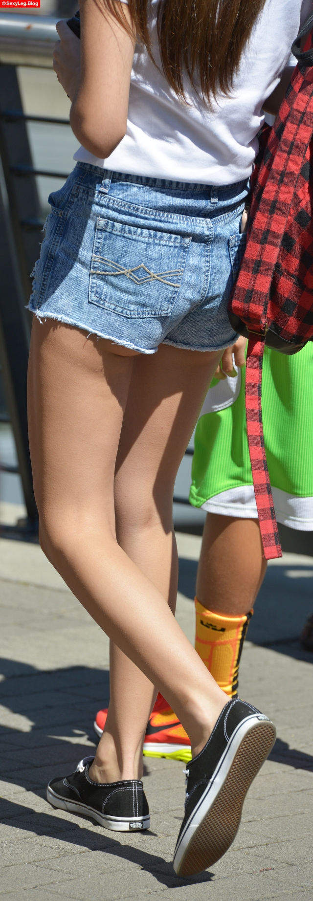 Candid Legs Showing Butt Cheeks and Hair